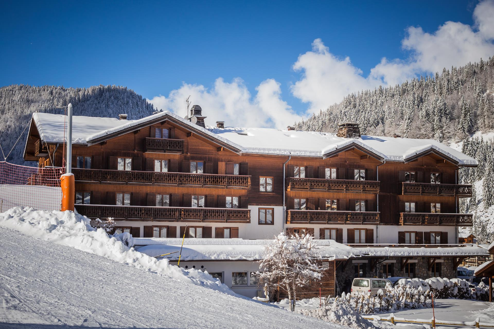 h tel beauregard 4 toiles la clusaz en haute savoie au pied des pistes de ski. Black Bedroom Furniture Sets. Home Design Ideas
